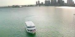 Während dieser entspannende Bootsfahrt besichtigen Sie die Häuser von Prominenten