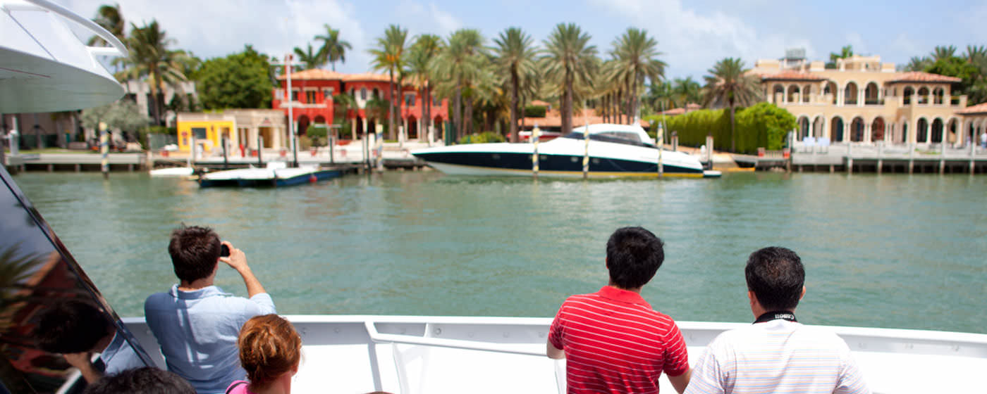Cruising past celebrity homes