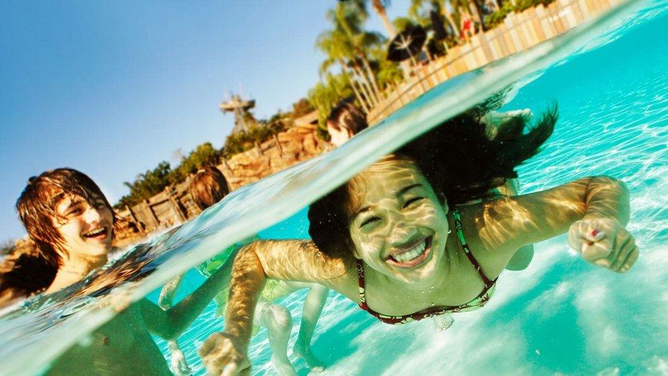 Nuoto al parco acquatico