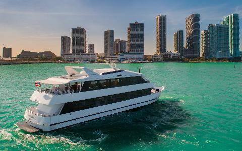 ⛴️ Yacht Rides In Miami - Get A Free Drink